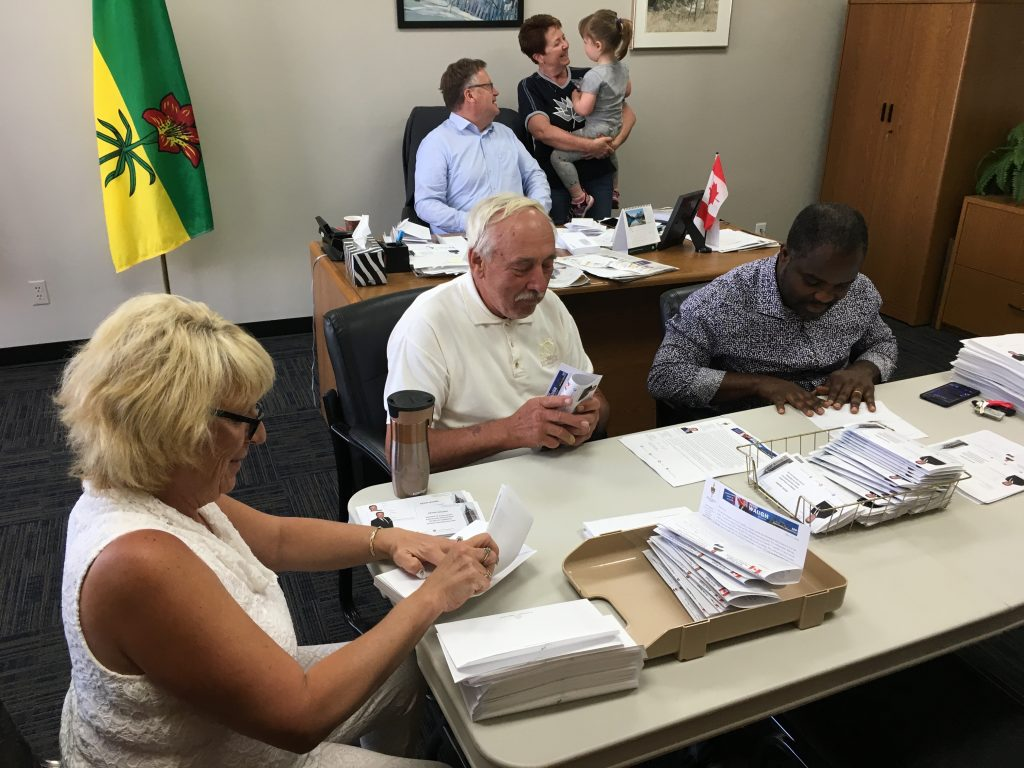 SASKATOON-GRASSWOOD VOLUNTEERS HELPING WITH A CONSTITUENCY WIDE MAILOUT